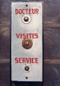 Maison-de-verre-doorbell-francois-halard-800-web__jpg_5000x360_upscale_q85