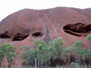 uluru caves